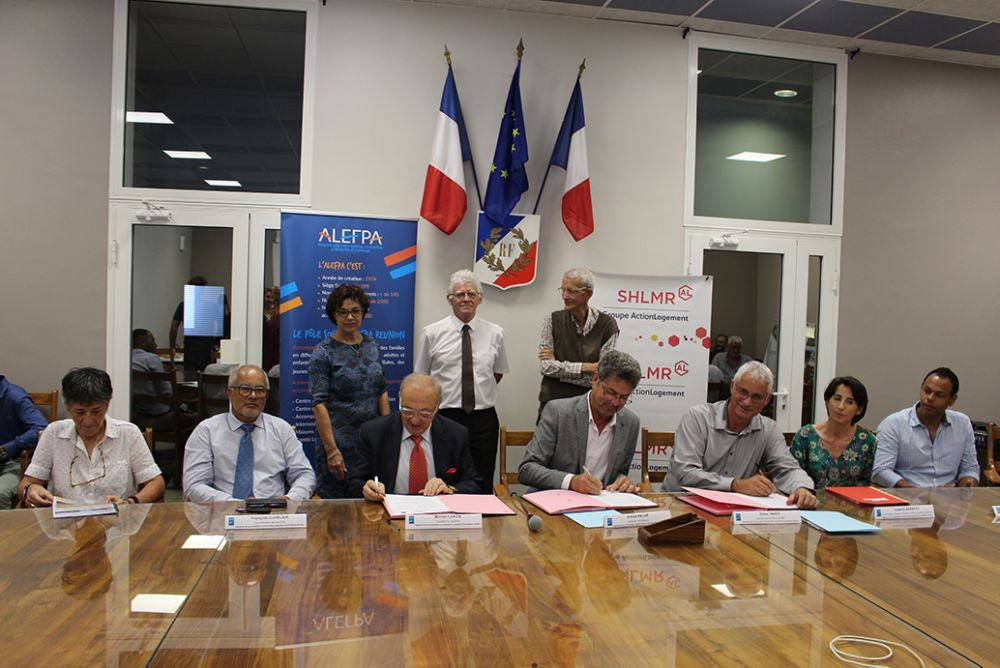Signature de la convention à Trois Bassins